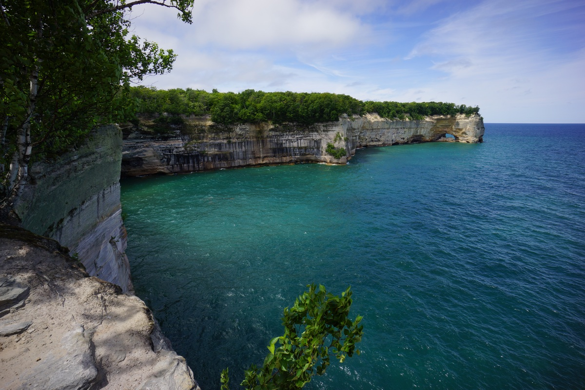 pictured rocks distant view of grand portal point