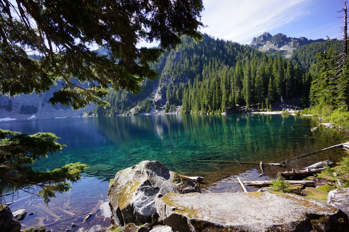 beautiful waters of malachite lake