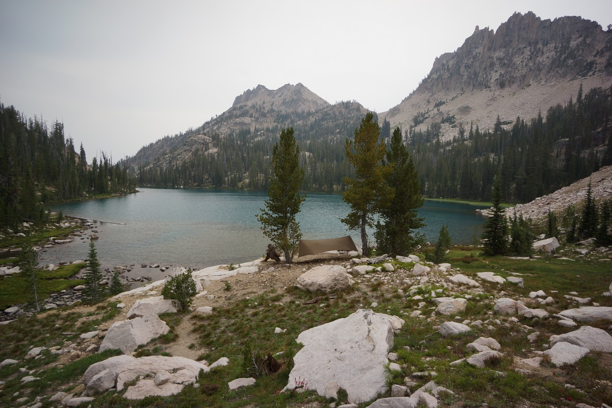 hammock camping at packrat lake in the sawtooth wilderness