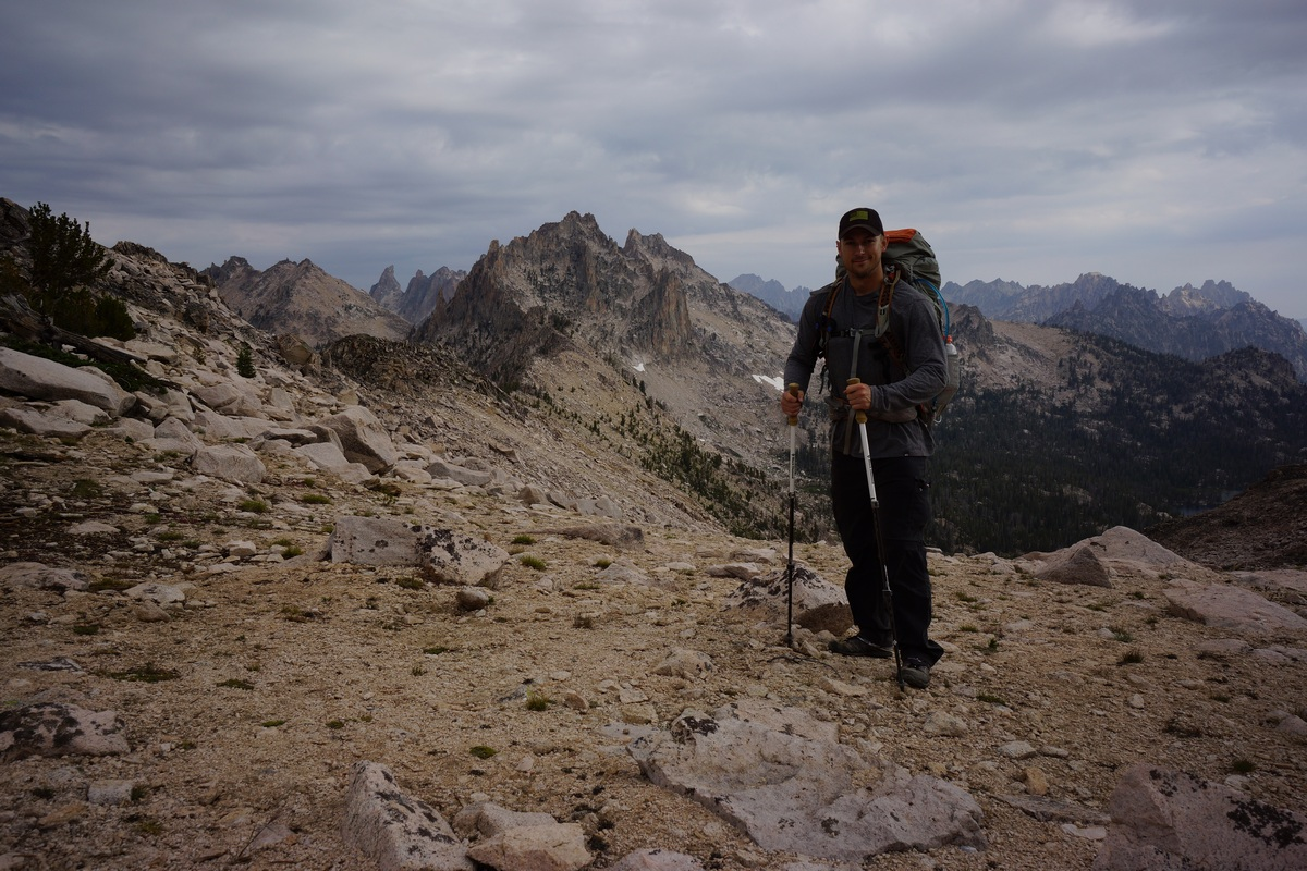 backpacker on packrat pass in the sawtooth wilderness