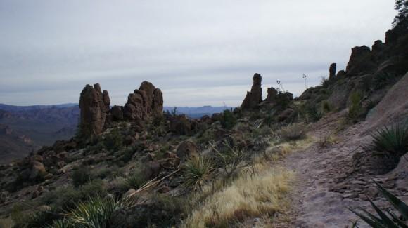 robbers roost trail hikine dacite mesa