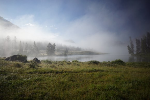 wyoming green river lakes morning fog