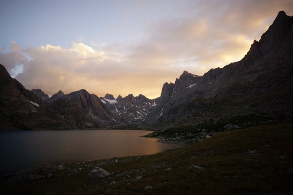 titcomb basin sunset ovver titcomb lake