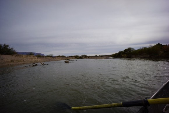 crossing the rio grande river legally in a row boat